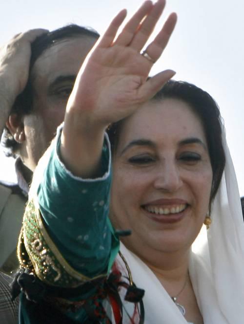 """Benazir: """"Resto a sfidare le bombe"""""""