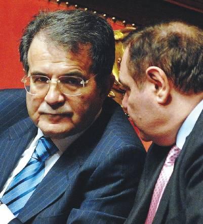 Prodi: &quot;Io resto e non traballo&quot;<br /> Berlusconi: &quot;A casa tra un mese&quot;