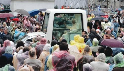 """Il Papa: """"Qui la violenza è diventata normalità"""""""