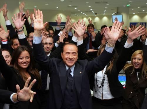 Berlusconi: in piazza contro Prodi<br /> Bossi: governo finito, presto al voto