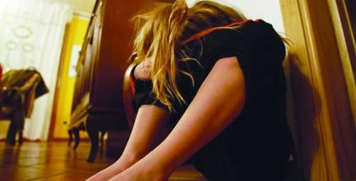 Abusi su bimba di 10 anni, arrestato