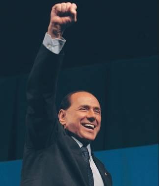 """Berlusconi attacca: """"Veltroni grottesco sul Pd dà i numeri"""""""
