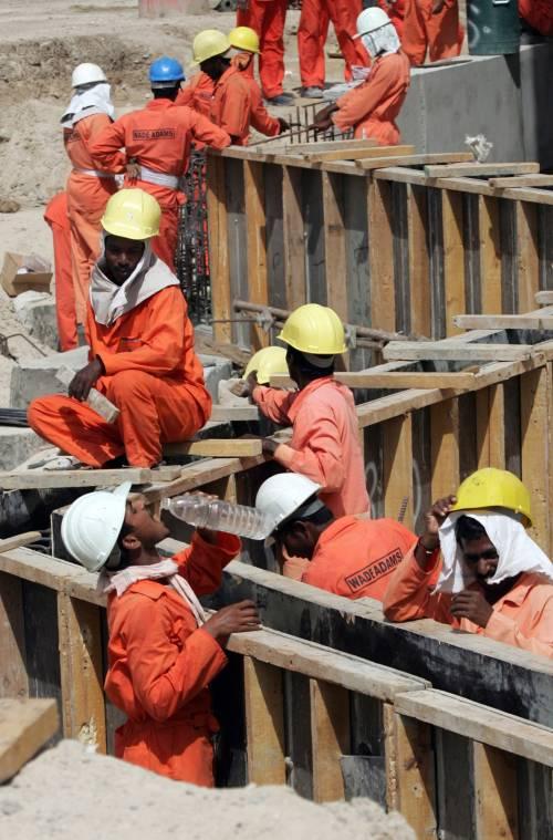 Dubai, scioperano: espulsi 4mila operai asiatici