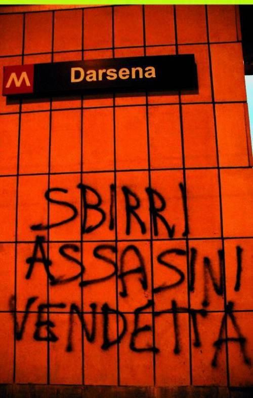 Insulti e bestemmie: gli slogan no global sui muri da due  mesi