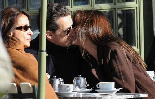"""Ultime su Carla Bruni:  """"È incinta di tre mesi"""""""