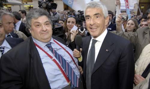 Il centrosinistra riempie la sala a Casini