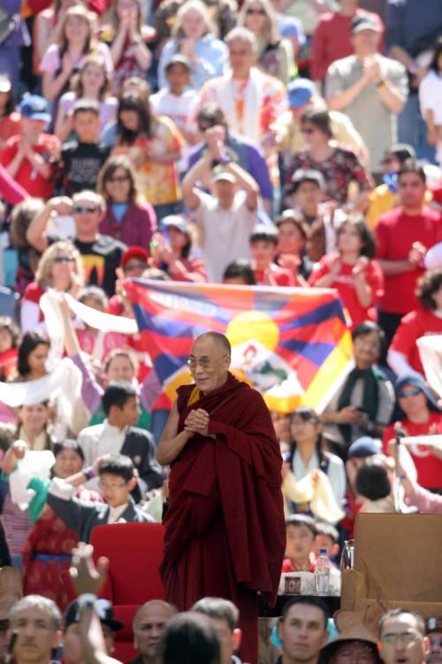 Il Dalai Lama: pronto a dimettermi  se la violenza sfuggirà a ogni controllo