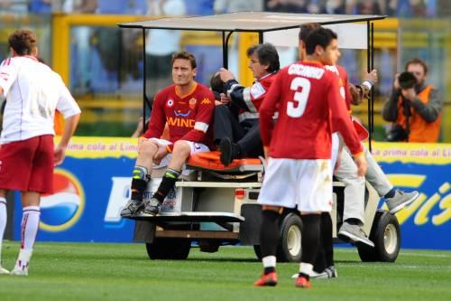 Roma e Totti ko: 1 a 1 col Livorno. Il capitano  s'infortuna e rischia cinque mesi di stop