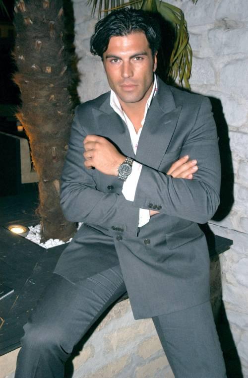 Arrestato l'ex tronista Karim: stacca a morsi l'orecchio del vicino di casa