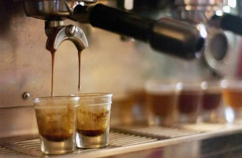 Gli italiani si perdono nel caffè  43 miliardi di tazzine all'anno