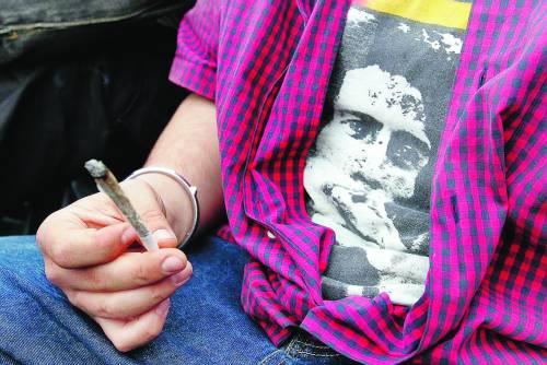 Fumare troppa marijuana  restringe il cervello