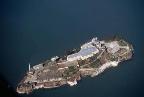 Grand Hotel Alcatraz: vacanze galeotte con le sbarre alle finestre