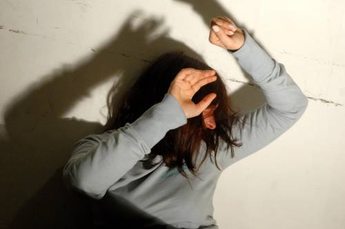 "Stupra 13enne e la mette incinta:   niente carcere perchè ""incapace"""
