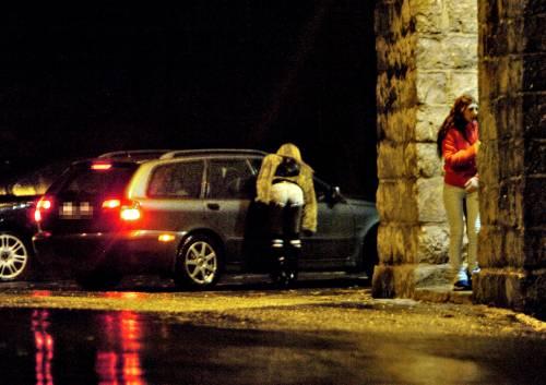 Prostituzione: romeni compravano ragazze