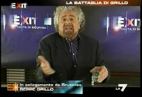 Grillo torna in tv: insulta tutti, poi lascia gli studi