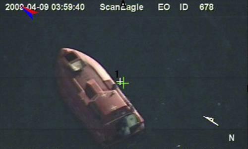 Pirati, la nave italiana  raggiunge la Somalia  Spari contro aereo Usa