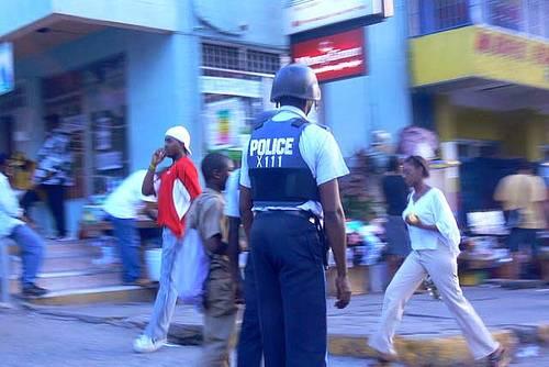 Giamaica, dirottatore   si arrende. Ostaggi salvi