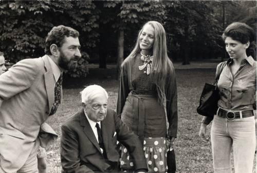 Da De Chirico a Warhol vita tra arte e personaggi