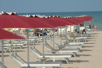Immigrazione, ombrelloni  per profughi di Ventimiglia