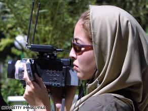 """La svolta in Iran: """"Usa non ostili""""   Scarcerata la giornalista americana"""