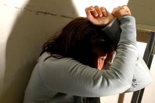 Cosenza, sacerdote abusa di ragazza sul bus