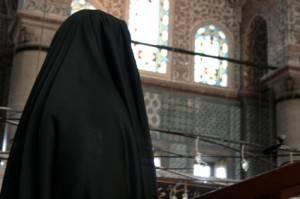 Riad: Nura, il ministro donna  che va in Tv solo con il permesso