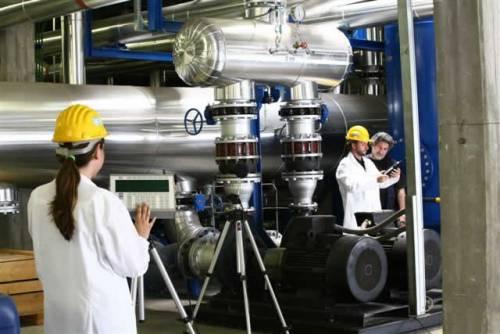 Istat, industria: forte calo  per fatturato e ordinativi