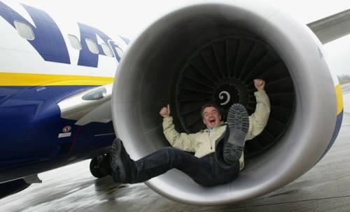 Volare gratis ma in piedi:   l'ultima idea di Ryanair
