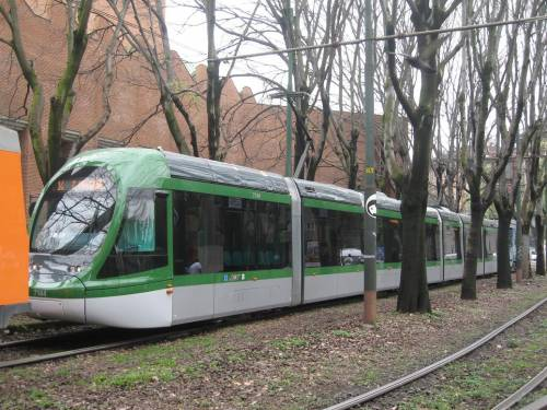 """Il giudice: Atm assuma il marocchino  Ma Salvini: """"Alla guida solo italiani"""""""