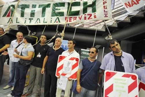 Napoli, protesta Atitech: tensione a Capodichino