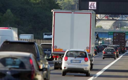 Traffico, scatta il bollino rosso:   8 milioni di italiani in viaggio
