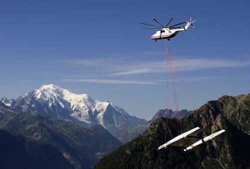 Alinghi è in volo sull'Italia  E la sfida inizia tra le nuvole