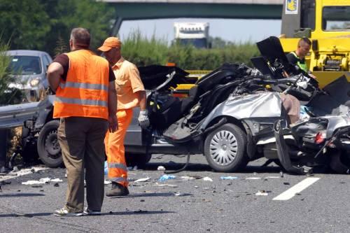 Caserta, scontro frontale: 5 morti e un ferito