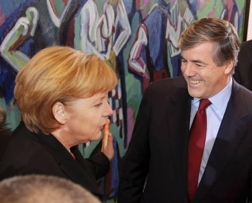 Germania, bufera sulla Merkel <br /> Party di Stato per un banchiere