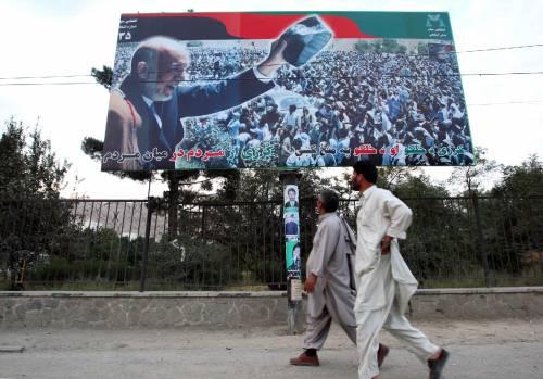 Afghanistan, Karzai in lieve vantaggio<br /> Strage a Kandahar: 36 morti, 64 feriti
