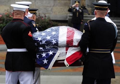 Boston, l'addio a Kennedy<br /> La salma poi ad Arlington