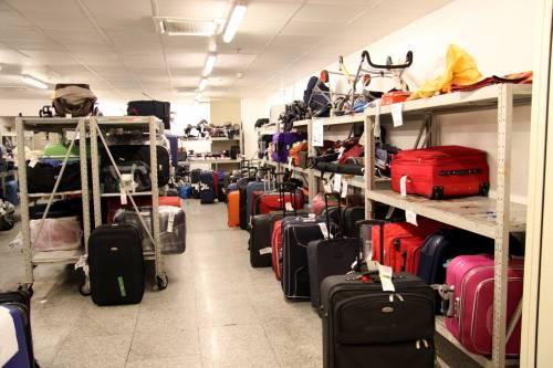 """Fiumicino, caos bagagli  Enac: """"Verso la revoca  delle licenze alle società"""""""