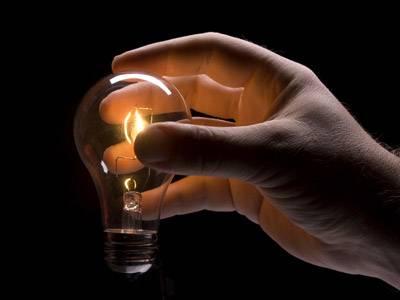 Al bando le vecchie lampadine<br /> in Europa solo basso consumo:<br /> con risparmi di elettricità del 40%