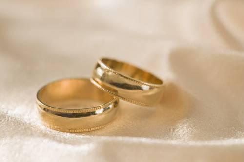 A Como nozze civili in lumbard:  gli sposi infastiditi dai curiosi