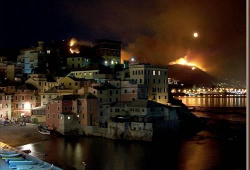 Incendi, la Liguria brucia ancora:  caccia ai piromani, sette fermi