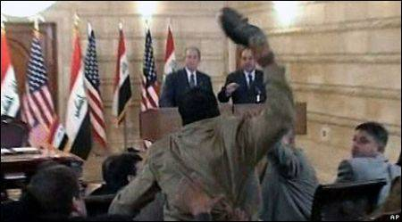 L'uomo che tirò le scarpe a Bush candidato alle elezioni in Iraq