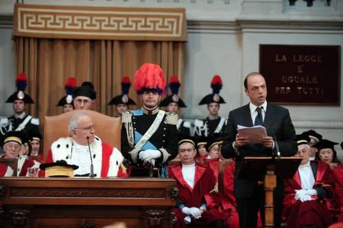 """Giustizia, l'Anm: """"Pronti a scioperare""""  Alfano: """"Guerra preventiva a riforme"""""""