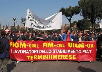 """Termini, operai della Fiat  occupano il municipio:  """"Eletto un nuovo sindaco"""""""