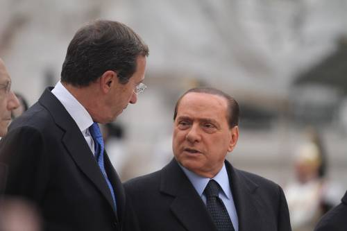 """Fuorionda, Fini: non devo spiegazioni  Berlusconi ribatte: """"La porta è quella"""""""