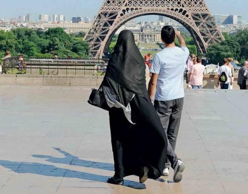 Niente nazionalità francese   a chi mette il burqa alla moglie