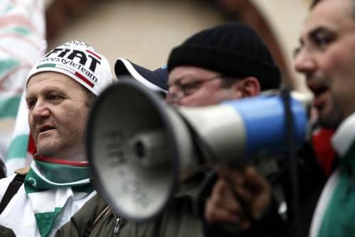 """Fiat: """"Piano da 8 miliardi, ma chiuderà Termini""""  Idv: """"Statuetta al premier per ogni licenziato"""""""