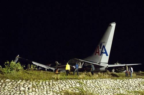 Giamaica, Boeing si spezza: 91 feriti