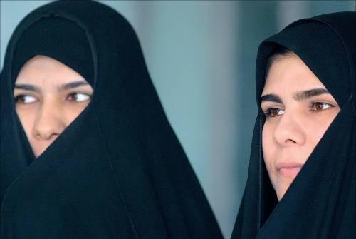 """La sfida femminile al Corano  Una scrittrice: """"Datemi 4 mariti"""""""
