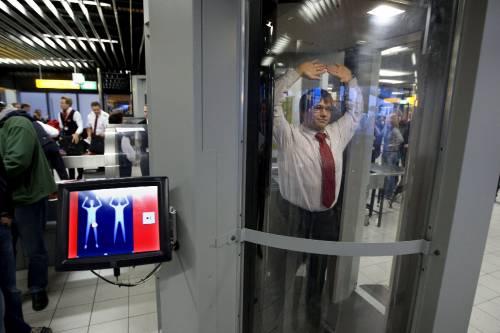 """Sicurezza negli aeroporti   Stop Ue ai body scanner:  """"Posticipata l'adozione"""""""