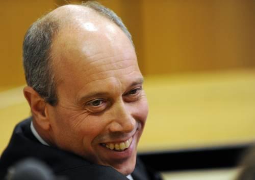Caso Mediaset, i giudici sventano il blitz del pm  Legittimo impedimento: processo slitta a marzo